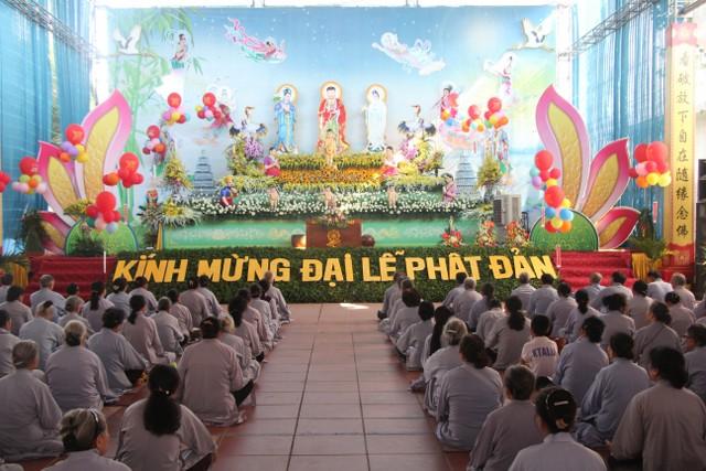 Chùm ảnh Đại lễ Phật đản tại chùa Từ Xuyên