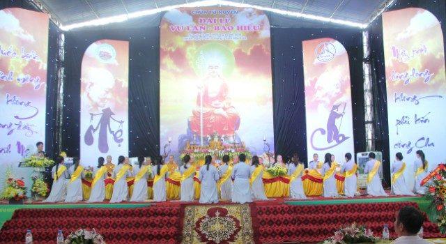 Lễ hội bông hồng cài áo tại chùa Từ Xuyên