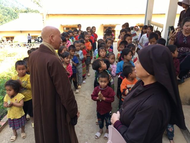 Hội từ thiện thăm, tặng quà đồng bào miền núi Mộc Châu, Vân Hồ