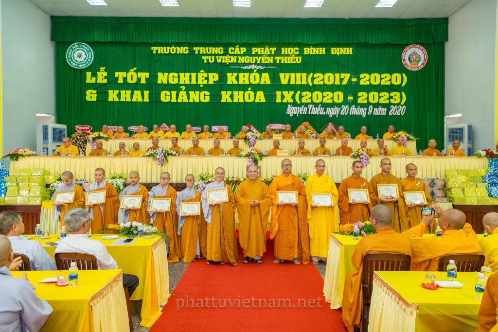 Lễ tốt nghiệp khoá 8 và khai giảng khoá 9 TCPH Bình Định
